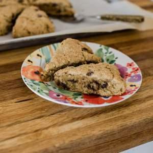 I love this recipe for chocolate chip scones! | M Loves M @marmar