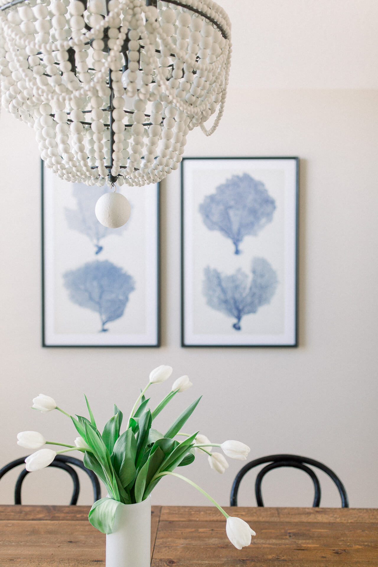 Neutral dining room decorations. | M Loves M @marmar