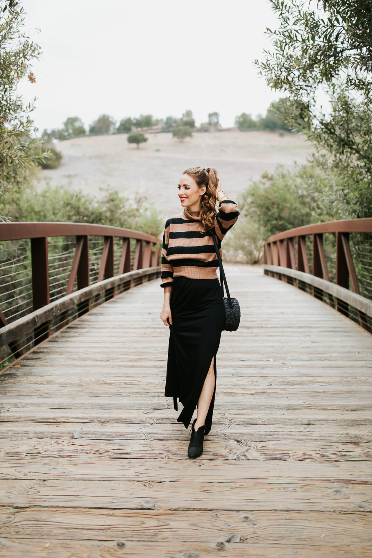 This black maxi dress is perfect for fall! This is how to transition summer maxi dresses for fall! | M Loves M @marmar