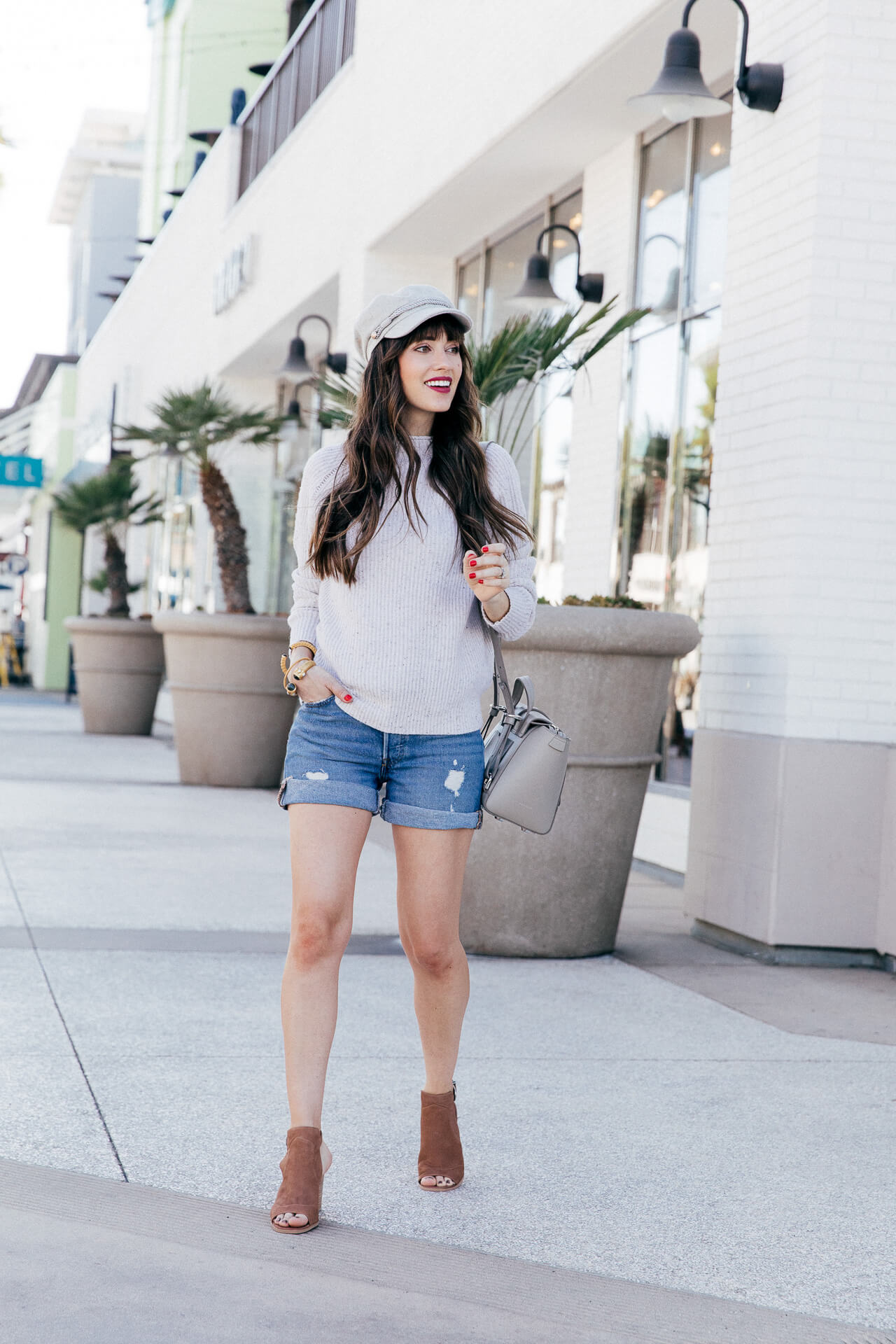 I love this outfit inspired by SoCal in fall! So chic! A cozy sweater plus shorts is a great combo! | M Loves M @marmar