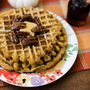 Pumpkin spice waffles with candied pecans recipe. | M Loves M @marmar