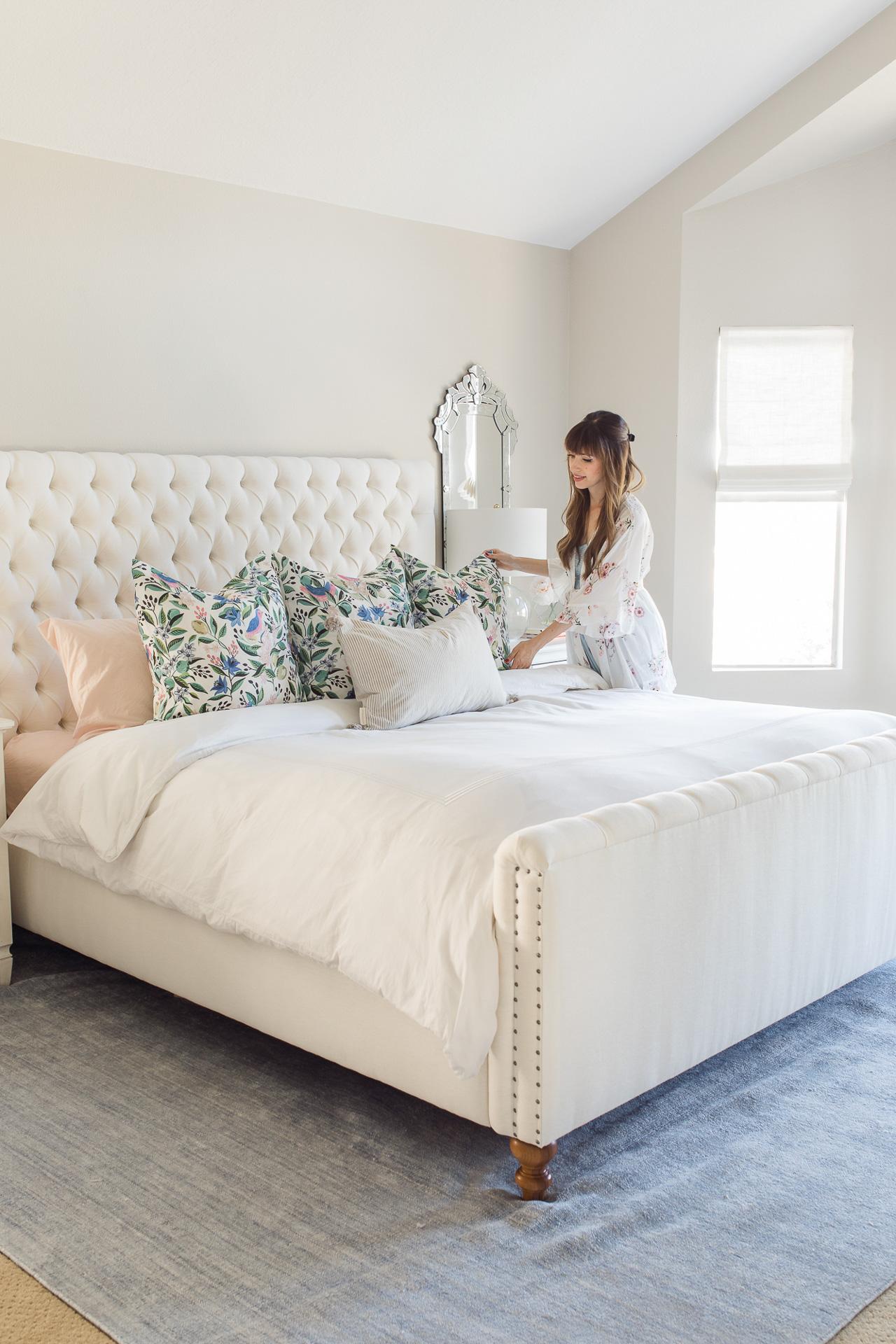 I love this pastel bedroom decor! - M Loves M @marmar