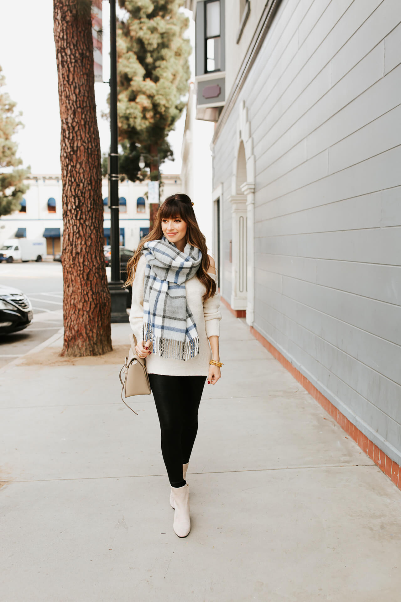 I love a good comfortable fall maternity outfit! - M Loves M @marmar