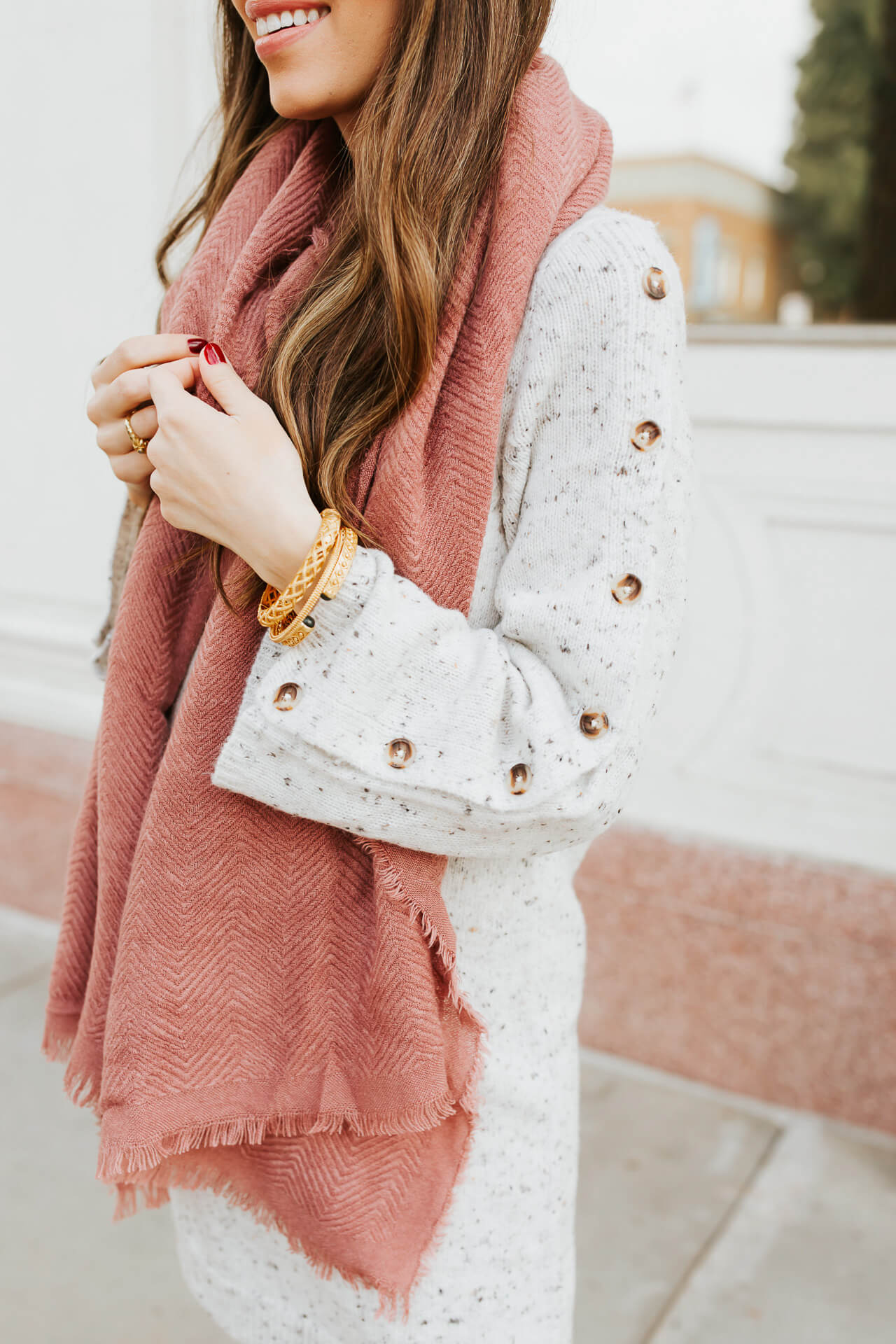 This fall maternity outfit is so warm and cozy! - M Loves M @marmar