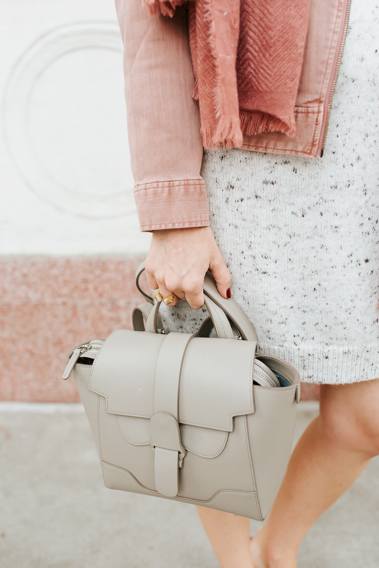 I love this grey structured handbag! - M Loves M @marmar