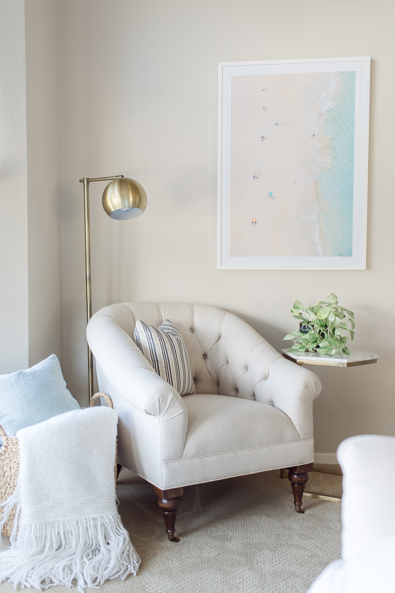 This neutral reading nook is so comfy and cute! - M Loves M @marmar