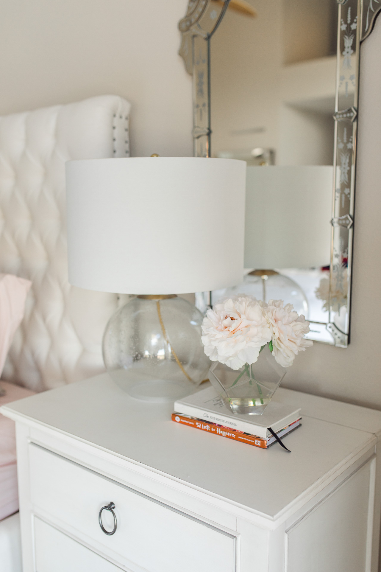 This white bedside table is so cute! - M Loves M @marmar