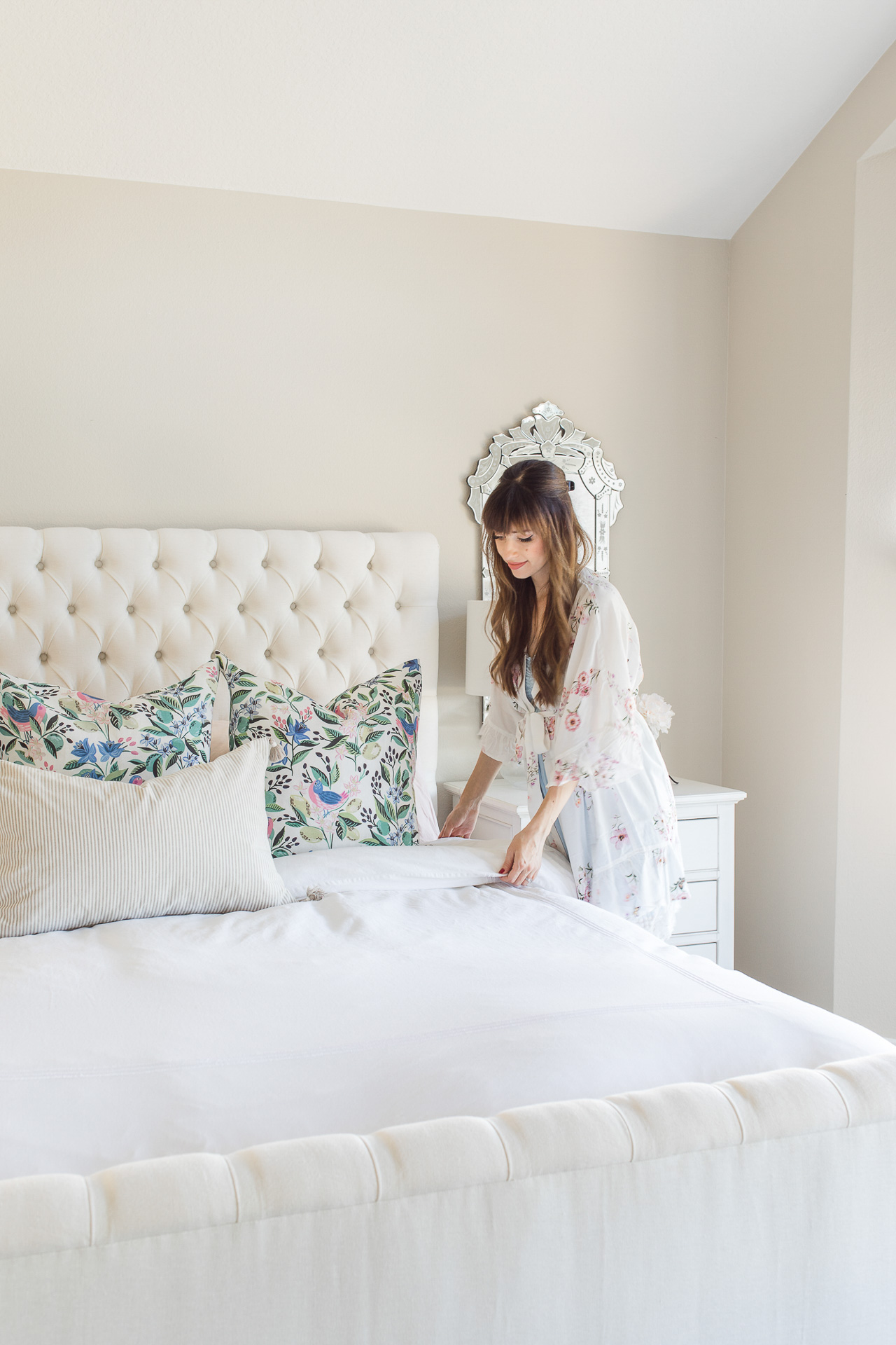 A white tufted bed is just too pretty! - M Loves M @marmar