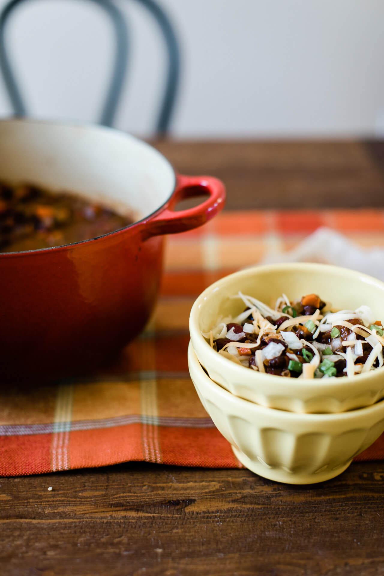 This healthy chili recipe is so easy to make! - M Loves M @marmar