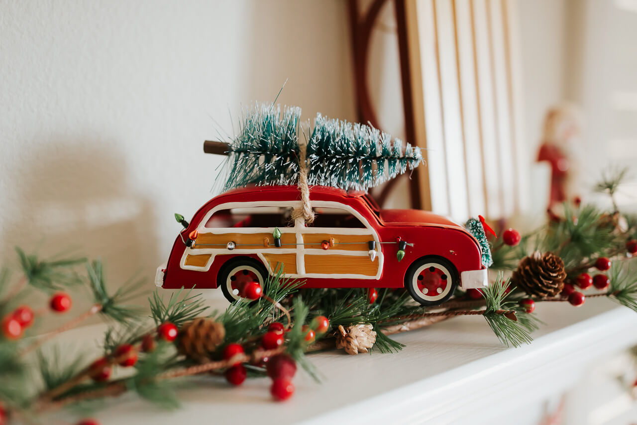 The cutest family holiday home decor. - M Loves M @marmar