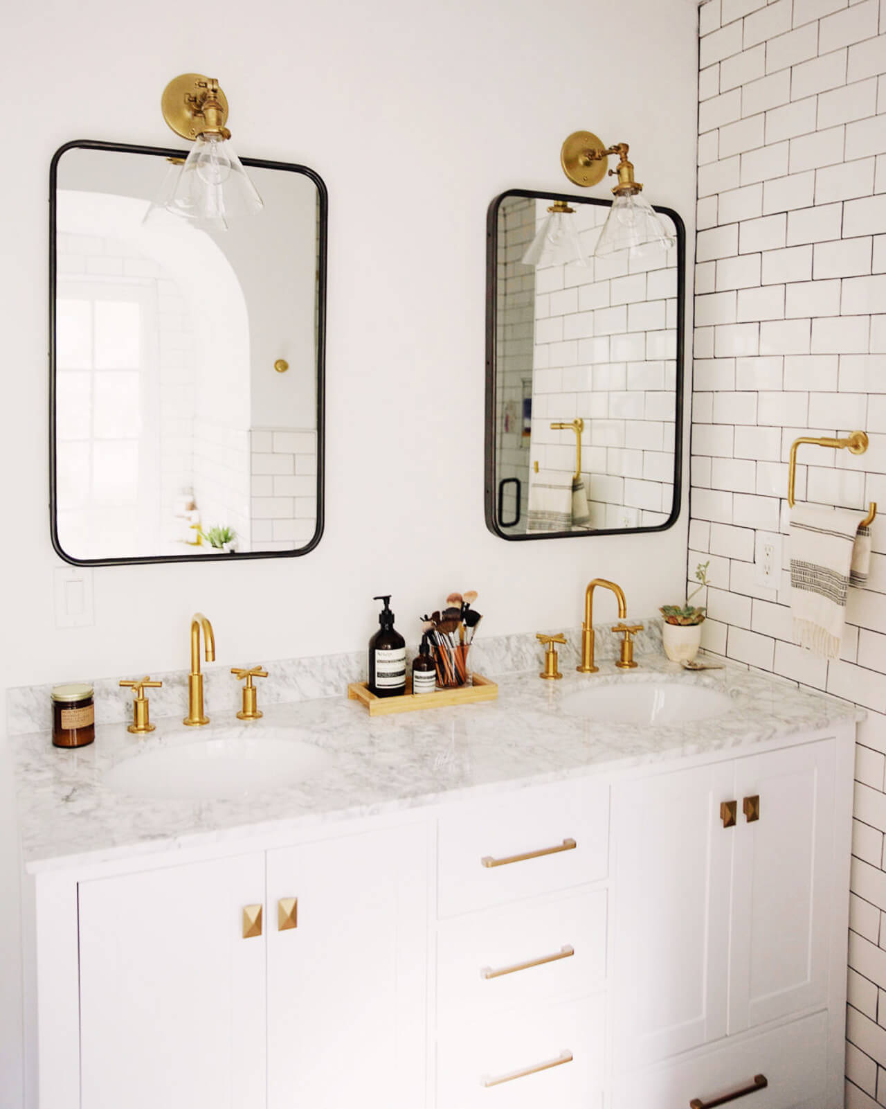 Who can resist gold and marble bathroom decor?! - M Loves M @marmar