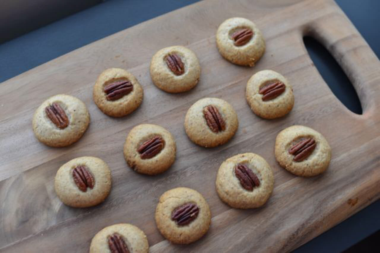 These pecan sandies are the perfect holiday recipe! - M Loves M @marmar