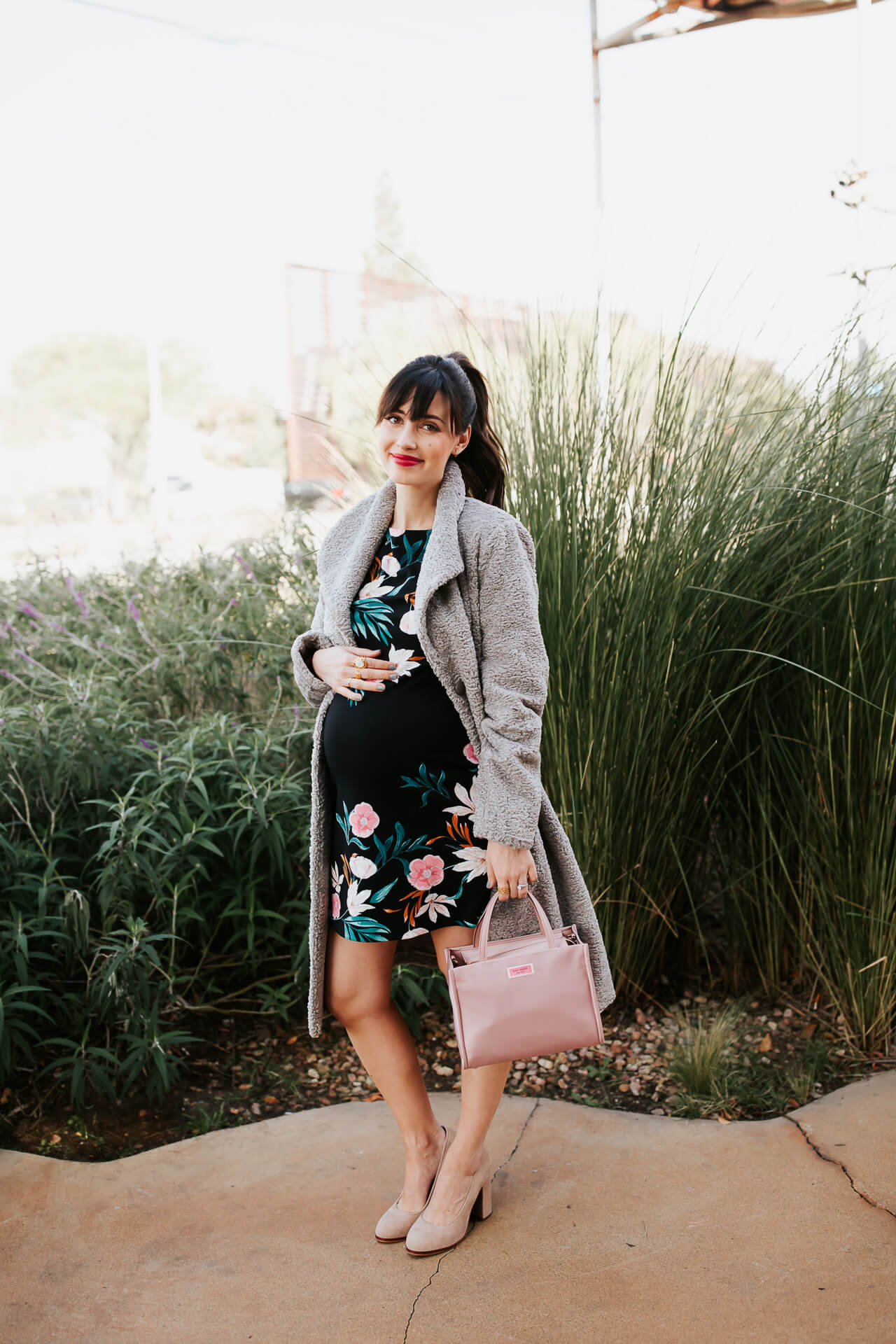 I love this maternity floral outfit! - M Loves M @marmar
