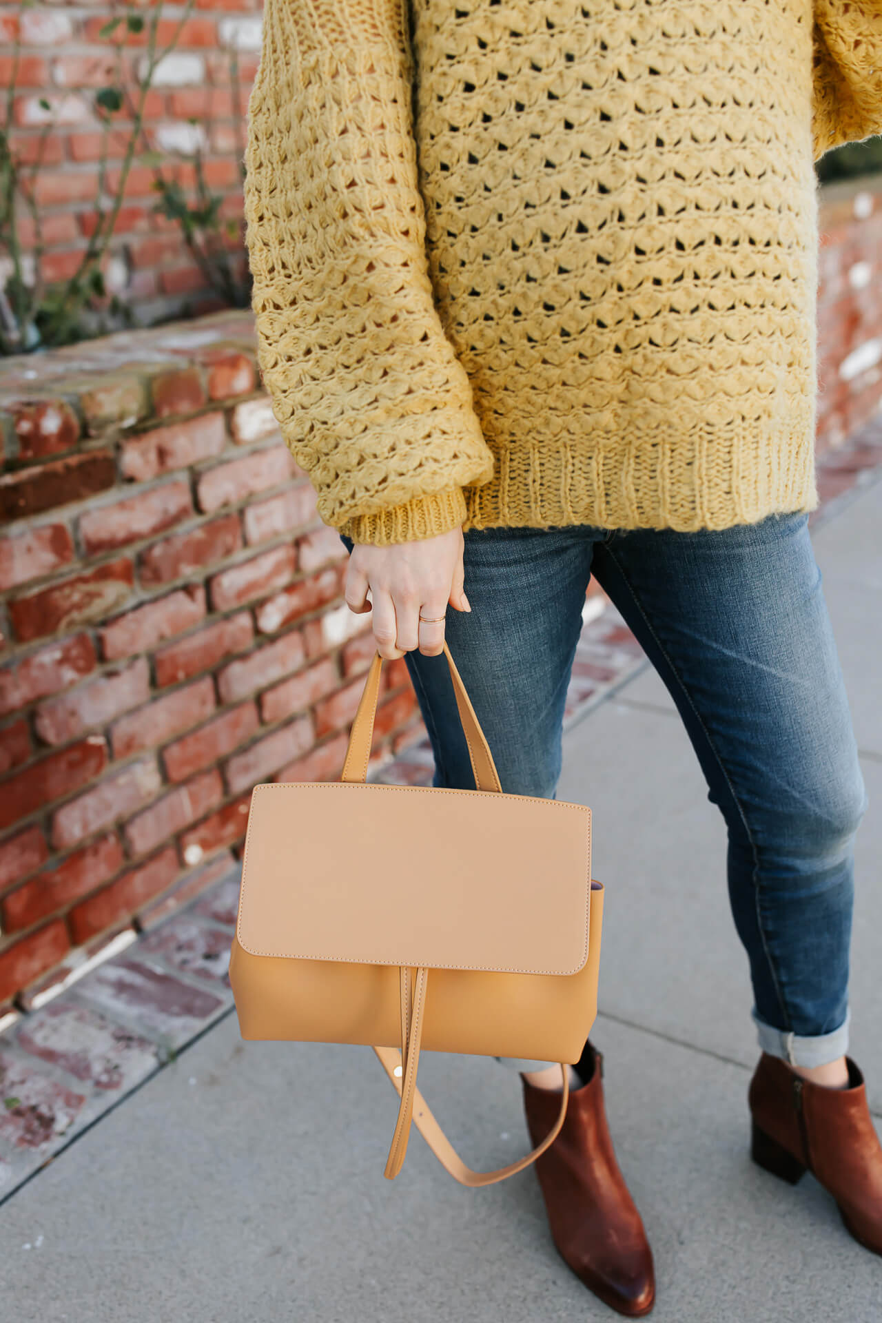 This tan Mansur Gavriel bag is so pretty! How to style an oversized sweater! - M Loves M @marmar