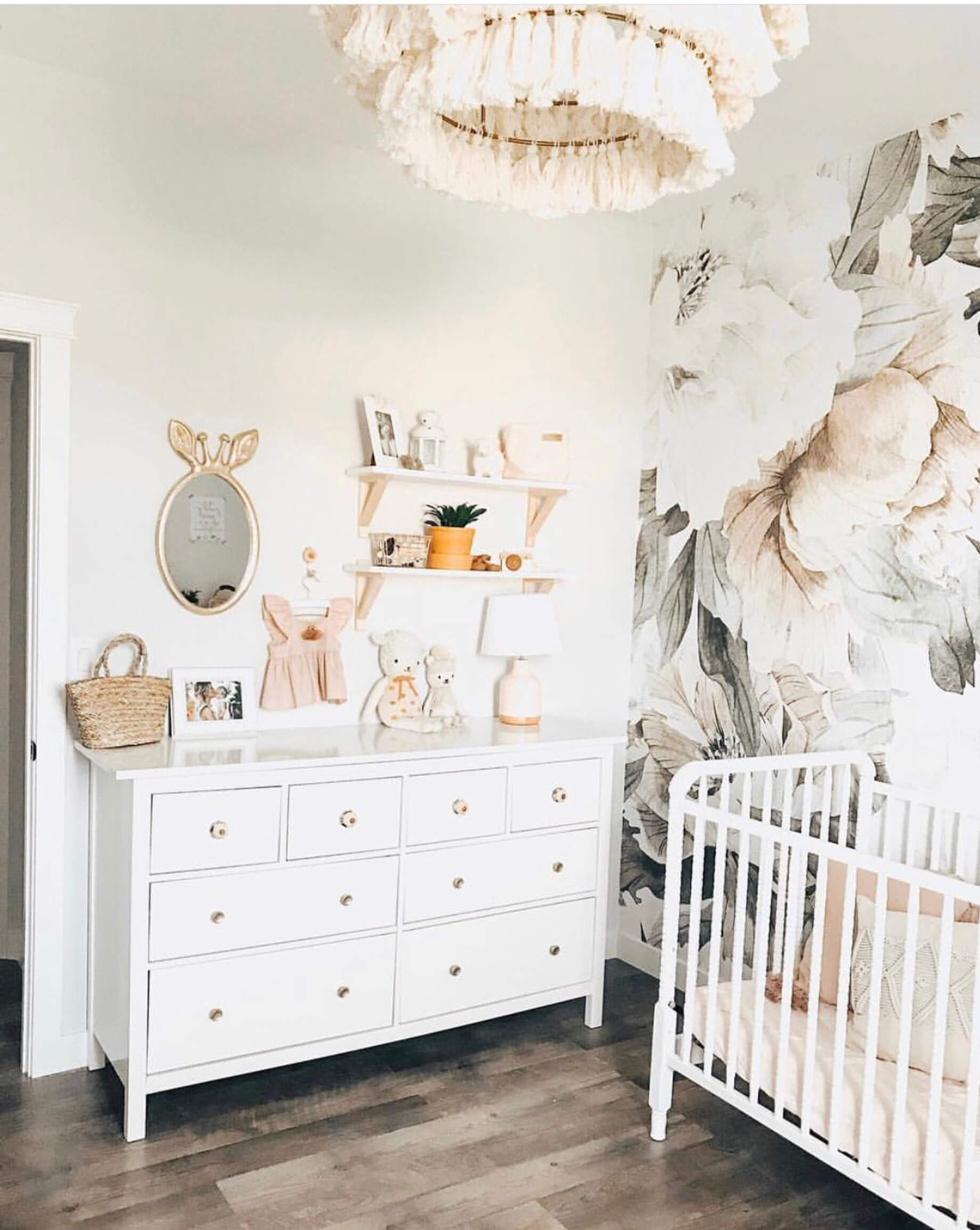 Love this baby girl nursery decor! - M Loves M @marmar
