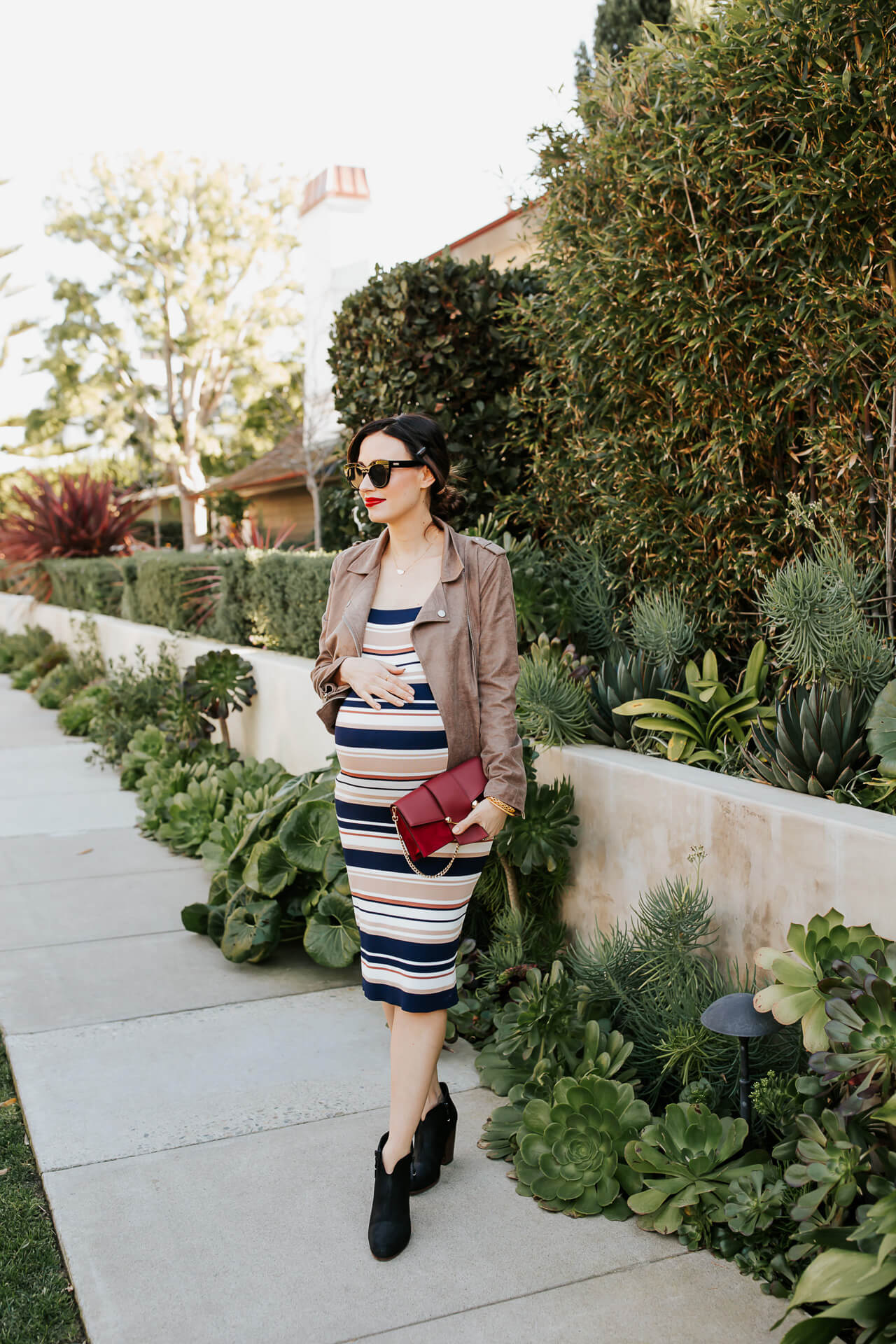 This striped maternity dress is so cute! - M Loves M @marmar