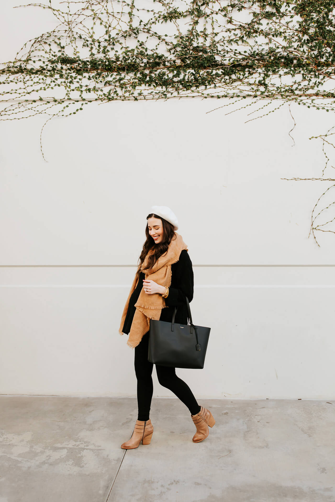 Love this winter pregnancy outfit! - M Loves M @marmar
