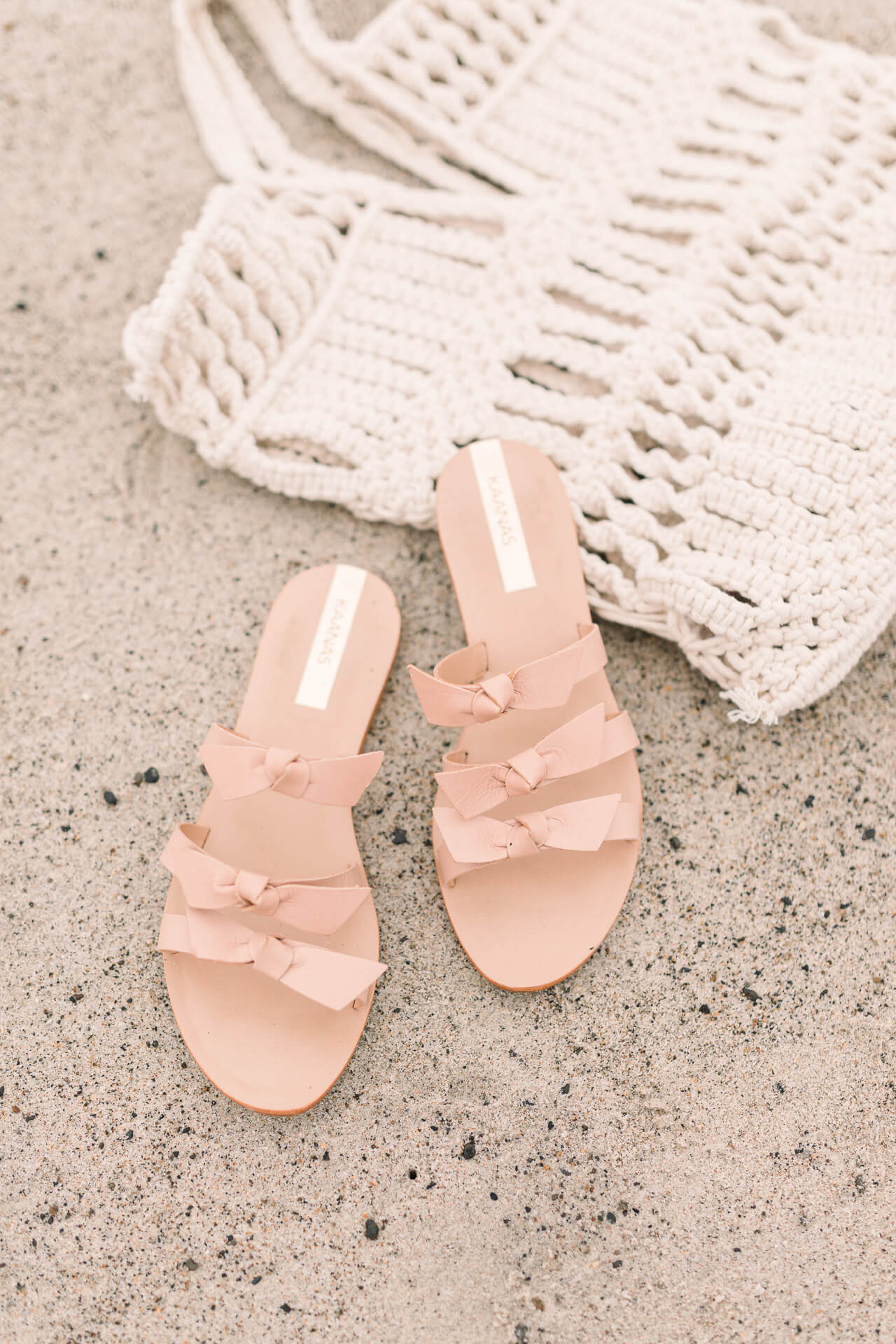 Adorable bow sandals to wear to the beach - M Loves M