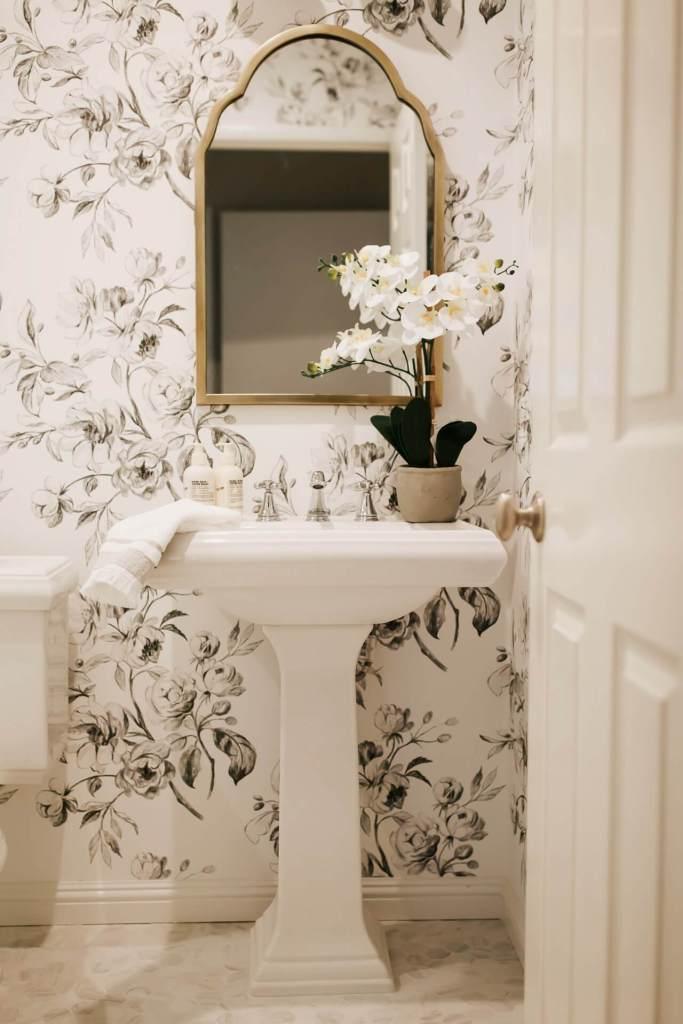 The prettiest floral wallpaper! - M Loves M @marmar