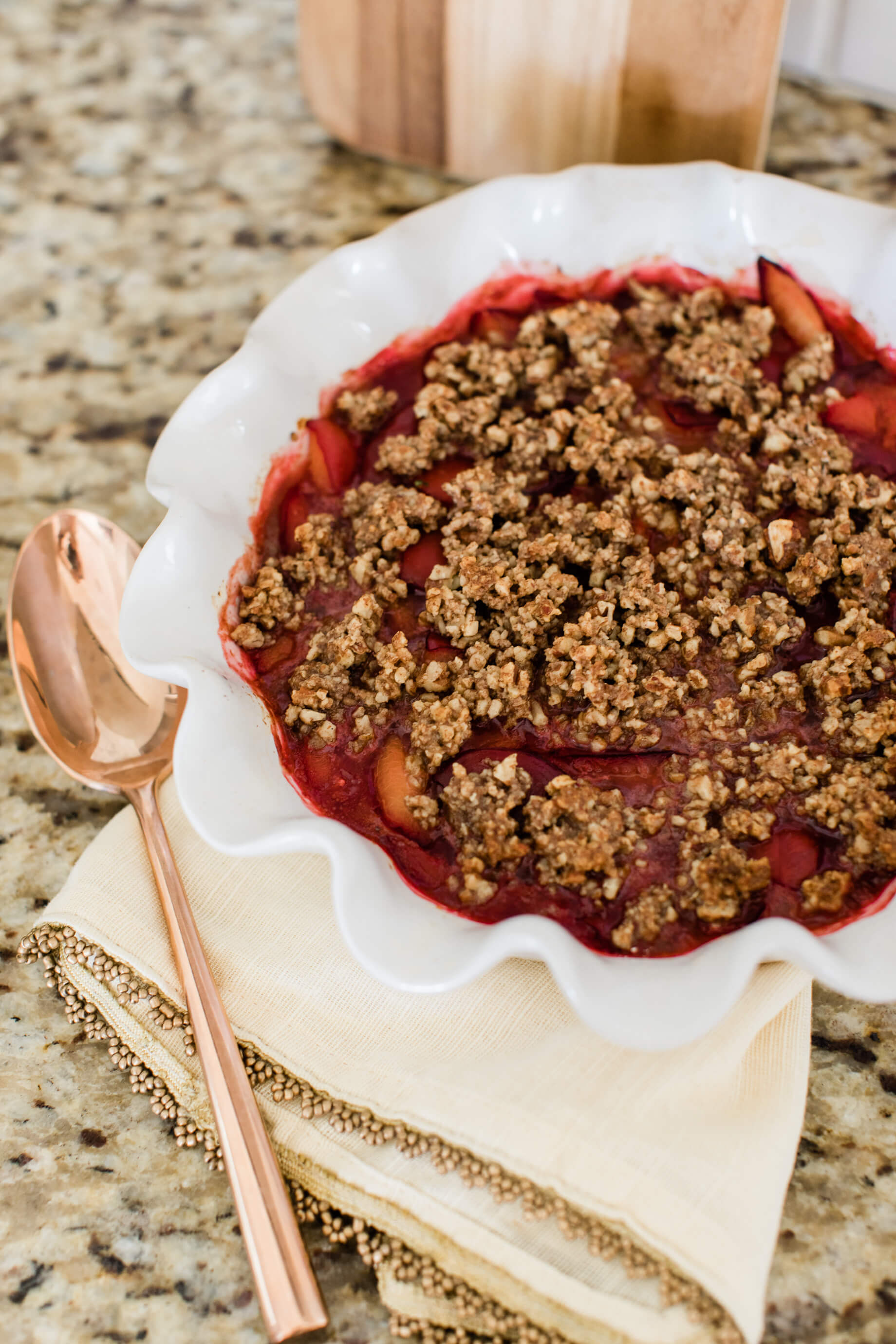 An easy vegan stone fruit crumble recipe! - M Loves M @marmar