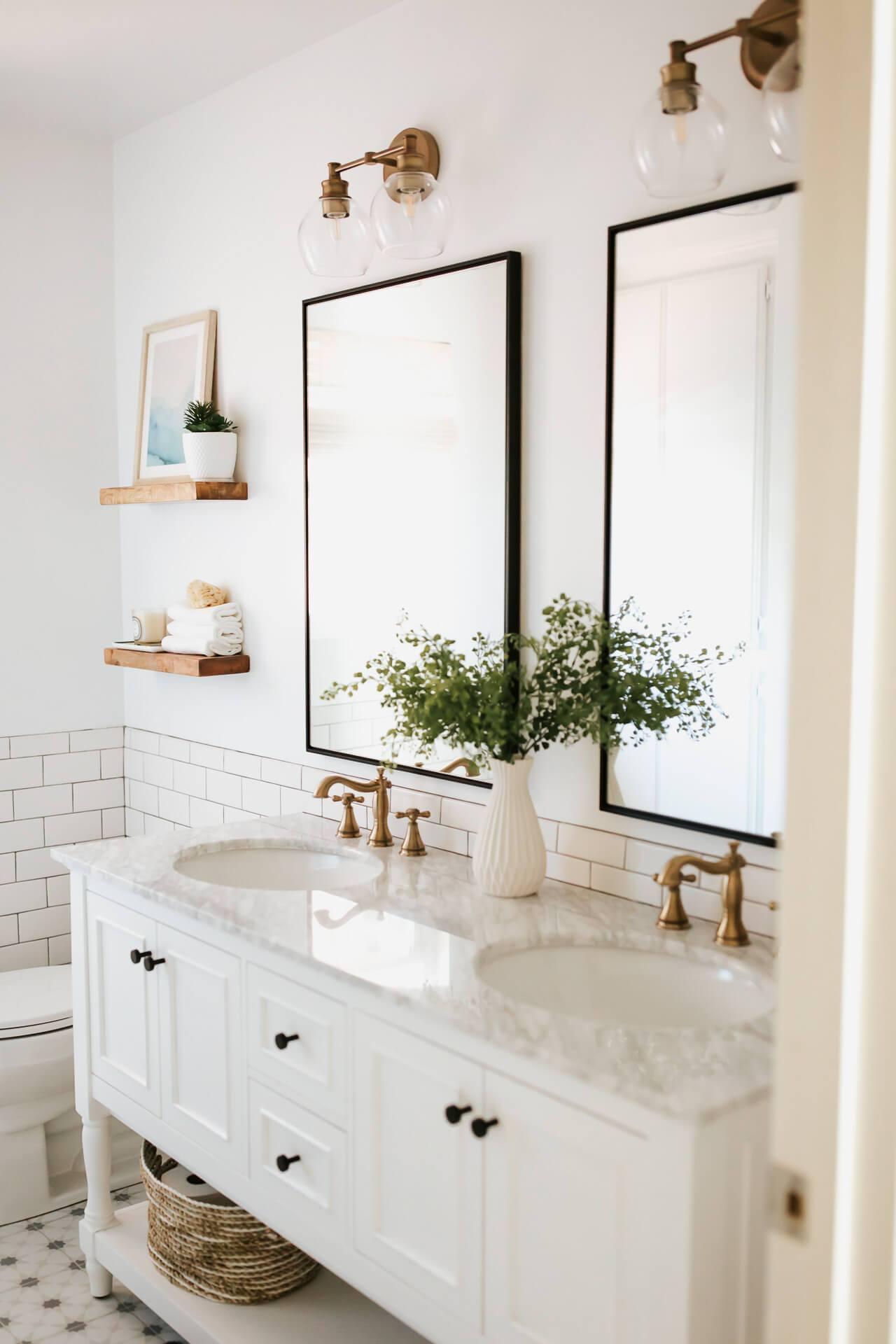 Love this white bathroom design! - M Loves M @marmar
