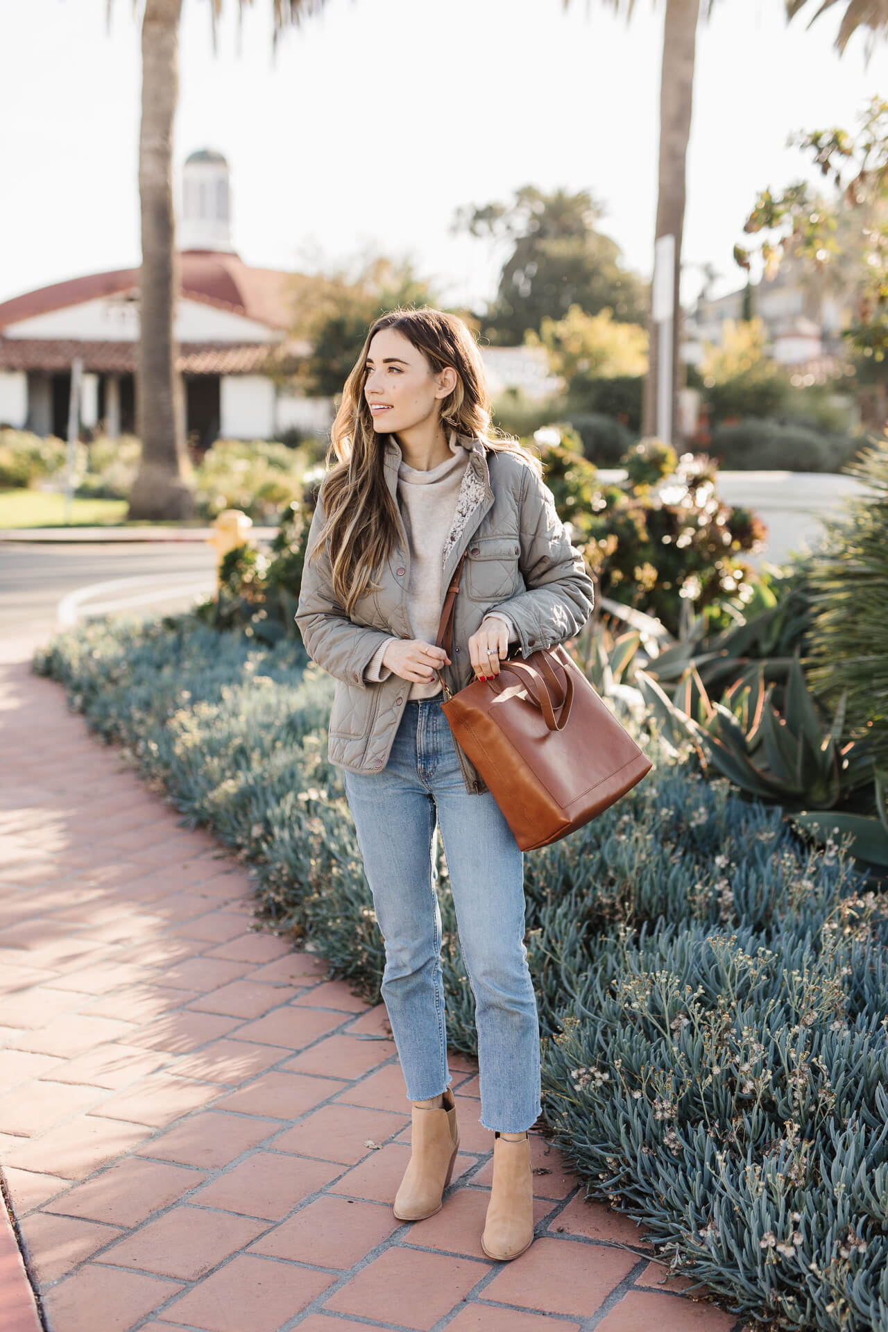 I'm sharing my favorite work day/mom day tote bag! The Madewell Transport Bag in English Saddle! - M Loves M @marmar