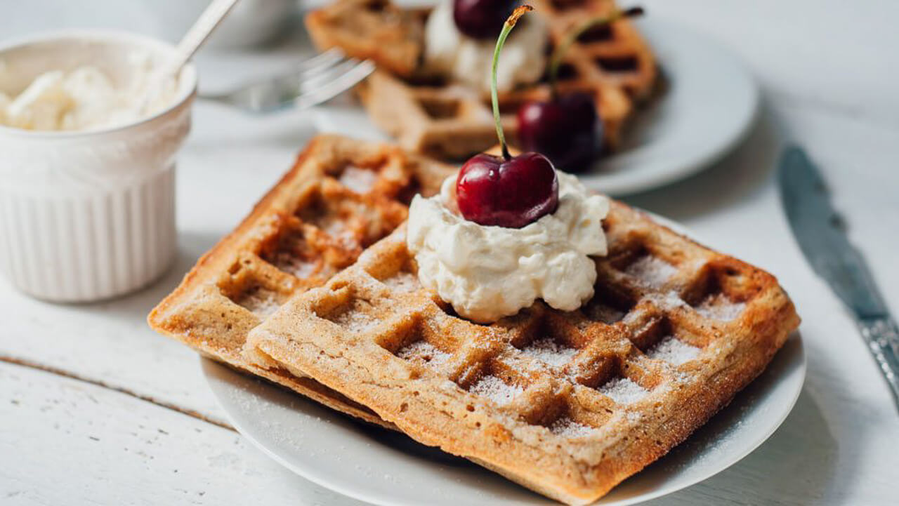 This vanilla bean waffle recipe looks so delicious! - M Loves M @marmar