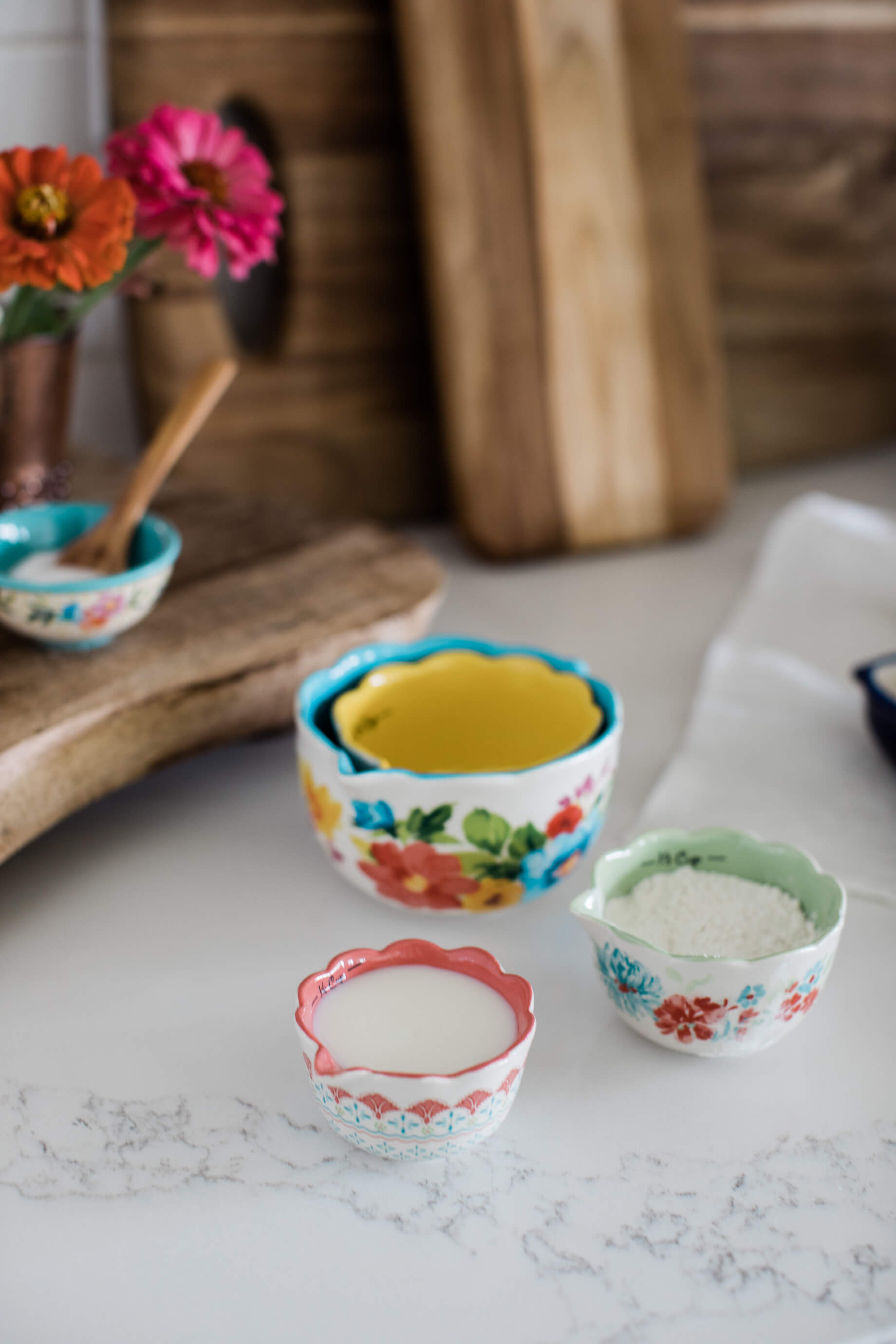 floral measuring cups! Didn't know how much I needed this - M Loves M @marmar