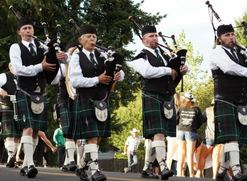 The Kenmore & District Pipe Band provided music for parade watchers. (Photo by David Carlos)