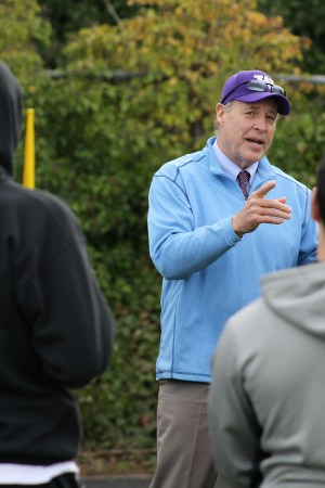 Robin Earl, who played football for the University of Washington in the mid-1970's before a long nine-year run in the pros, stopped by Mountlake Terrace High School Tuesday afternoon to give some inspiring words to the Hawk track team. Earl spent seven years in the NFL with the Chicago Bears from 1977-1983 as both a fullback and tight end before finishing his gridiron career by playing two season with the Birmingham Stallions of the USFL. (Photos by Doug Petrowski)