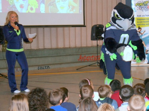 Seahawks cheerleader Tamaria Fevell talks about the importance of exercise and nutrition.