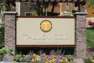 Taluswood Apartments sign 001.jpg