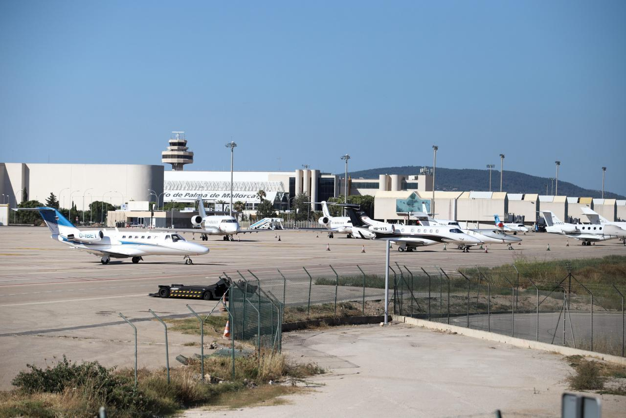 privatflieger auf dem airport von mallorca