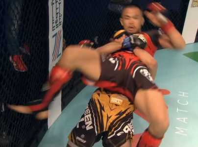 Mohammed Mokaev tosses Reo Yamaguchi down to the canvas.