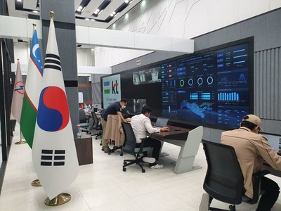 Local employees operate the energy platform in the control room of Uzbekistan's CAS (Centralized AMI System) data center in Tashkent, which assisted by KT Corp., in time of the center's opening ceremony on August 20, 2020.