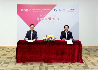1. Mr. Shunichi Morinaga, President and CEO of Canon Hongkong Co., Ltd. (Right) and Mr. Jackson Leung, CEO of C&C Joint Printing Co., (H.K.) Ltd. completed the signing process of the partnership agreement.