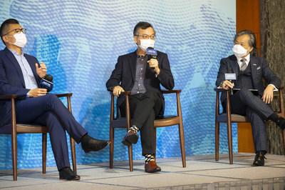 (左起)香港資訊科技聯會會長邱達根先生、行政會議成員林正財醫生,及應科院署理聯席行政總裁兼首席營運總監司徒聖豪博士於以「一個由科技打造可持續未來會是甚麼模樣」為主題的第二個小組研討會分享見解。