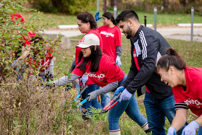 Canon Canada's Branch Out is a Employee Volunteer Initiative, recognized by Canada's Clean50 Top Project Awards. (CNW Group/Canon Canada Inc.)