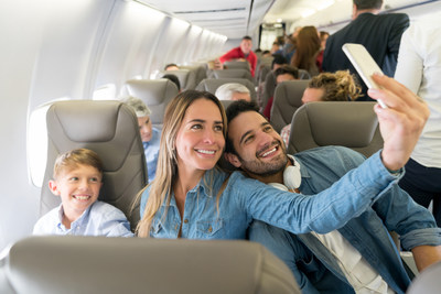 Family traveling together (CNW Group/FlightHub)