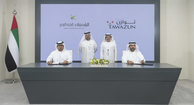Eisa Al Shamsi, Deputy General Manager of Yahsat Government Solutions, and Matar Al Romaithi, Chief Economic Development Officer for Tawazun sign Memorandum of Understanding in the presence of H.E. Tareq Al Hosani and Chief Executive Officer of Tawazun and Musabbeh Al Kaabi Chairman of Yahsat.