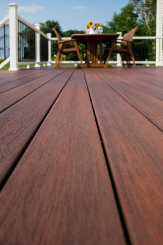 Fiberon Symmetry Decking in Cinnabar