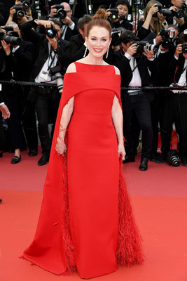 Julianne Moore Wears Platinum Jewelry at Cannes #BePlatinum