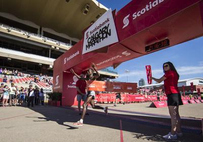 Feyera Dadi wins the 2018 Scotiabank Calgary Marathon men's race. (CNW Group/Scotiabank)