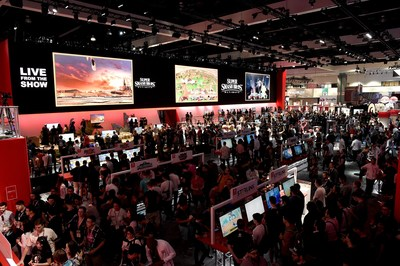 100s line up at E3 2018 to play Nintendo's latest games. Los Angeles, June 14, 2018.