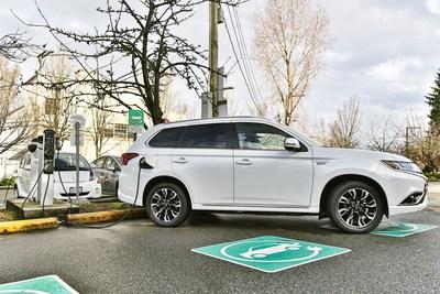 Mitsubishi Outlander PHEV (CNW Group/Mitsubishi Motor Sales of Canada)