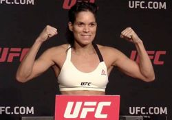 Amanda-Nunes-UFC-207-on-scale