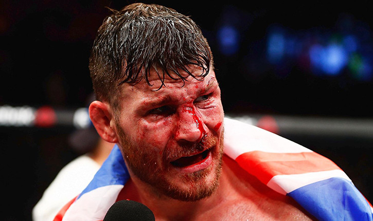 Michael Bisping wins the middleweight title against Luke Rockhold.