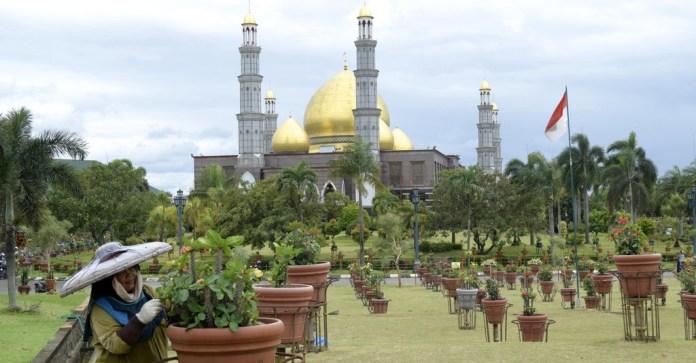 Kesaksian Warga Dan Sejarah Masjid Berkubah Emas Tirto Id