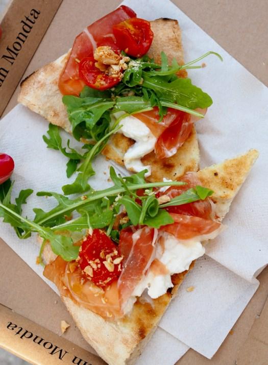 Pizza z szynką z mangalicy