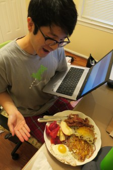 work-from-home Markling eats bfast